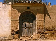 Puerta noble en Villarramiel. Noble gate in Villarramiel. Palencia.