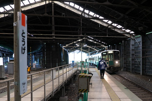 スノーシェッドに覆われている峠駅 かつては左側にスイッチバック式の側線があり、ホームはその先にあった