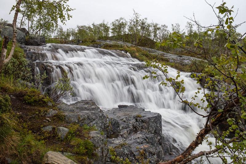 Tsahkaljärvenpolku, Kilpisjärvi, vesiputous