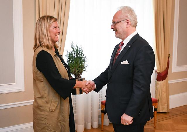 """21.08.2019. Valsts prezidents Egils Levits izsludina savu pirmo patronāžu par tīru, zaļu un ilgtspējīgu Latviju, tiekoties ar """"Lielā talka"""" pārstāvjiem"""