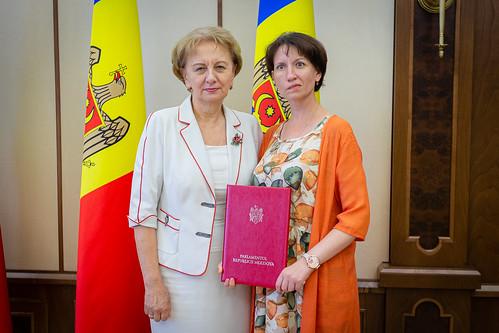 21.08.2019 Zinaida Greceanîi a decernat diploma Parlamentului Ludmilei Dubcovețcaia