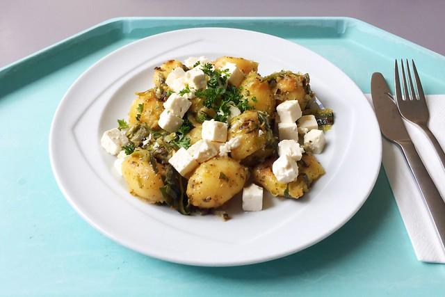 Roasted potatoes with leek & feta / Kartoffelgeröstl mit Lauch und Schafskäse