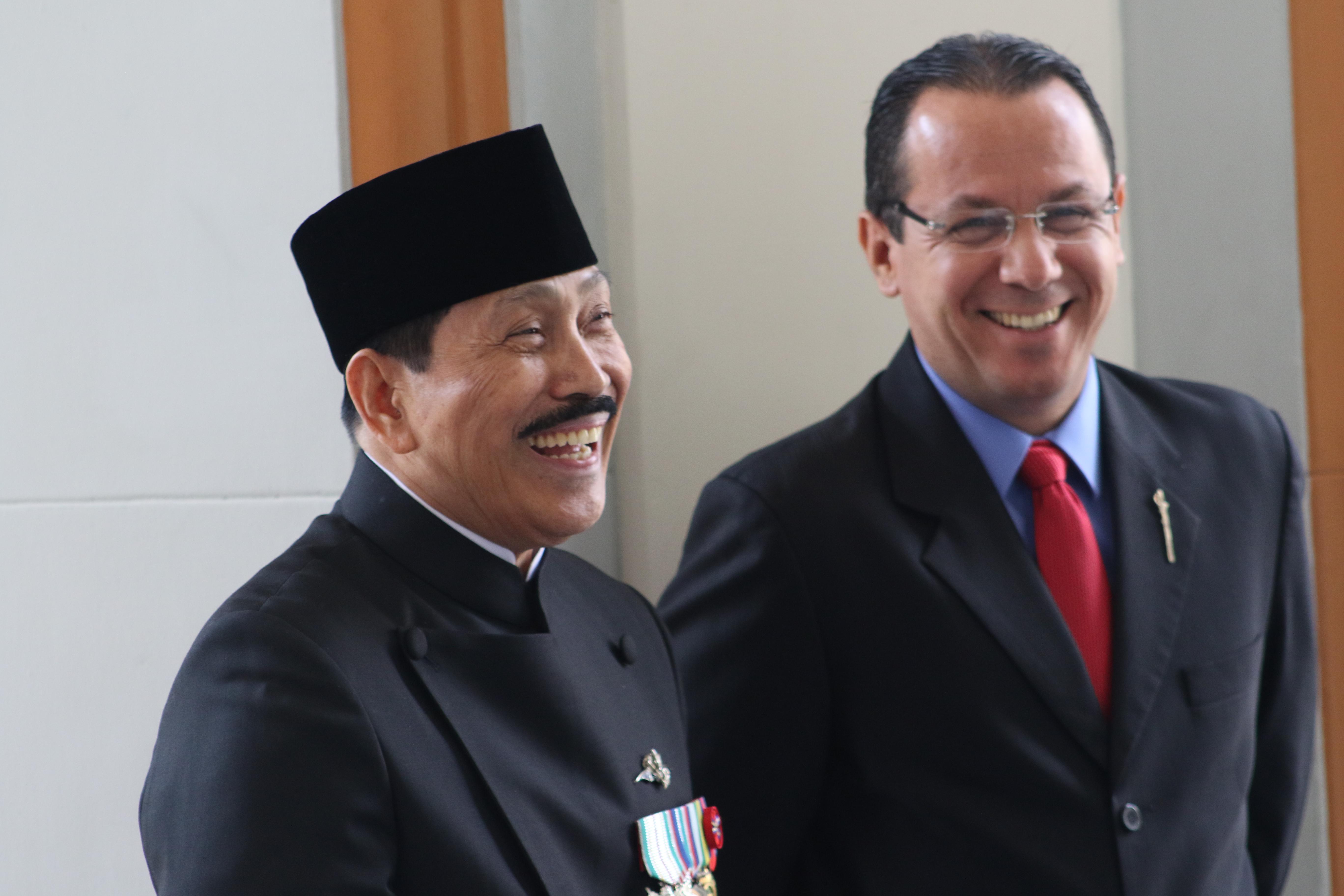 Ofrenda al Libertador por parte de la embajada de Indonesia, con motivo de los 74 años de su independencia