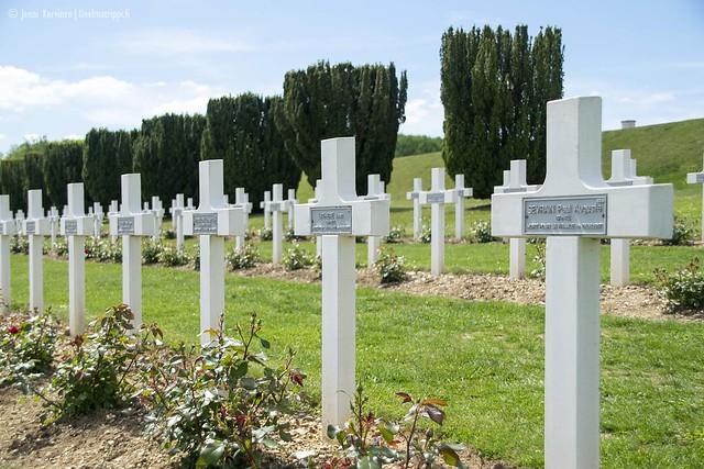 Douaumontin kaatuneiden sotilaiden hautausmaalla on 15 000 ristiä