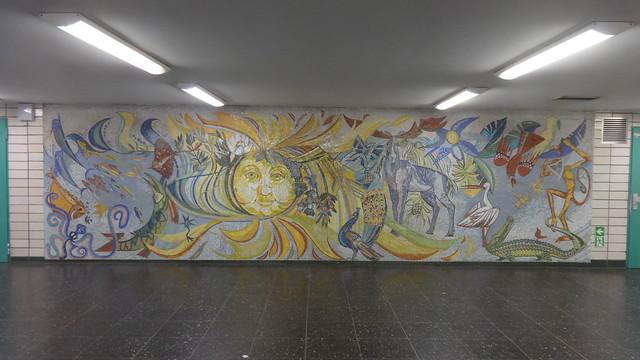 1973 Berlin-O. Tierwelt Mosaik-Wandbild von Dagmar Glaser-Lauermann U-Bahnhof Tierpark U5 Am Tierpark in 10319 Friedrichsfelde