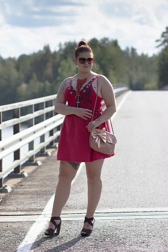 Asukokonaisuus_punaiset_vaatteet