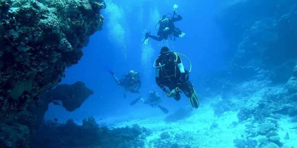 drone-sous-marin-équipé-appareil-photo