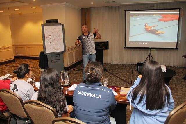 Curso técnico para entrenadores de clavados