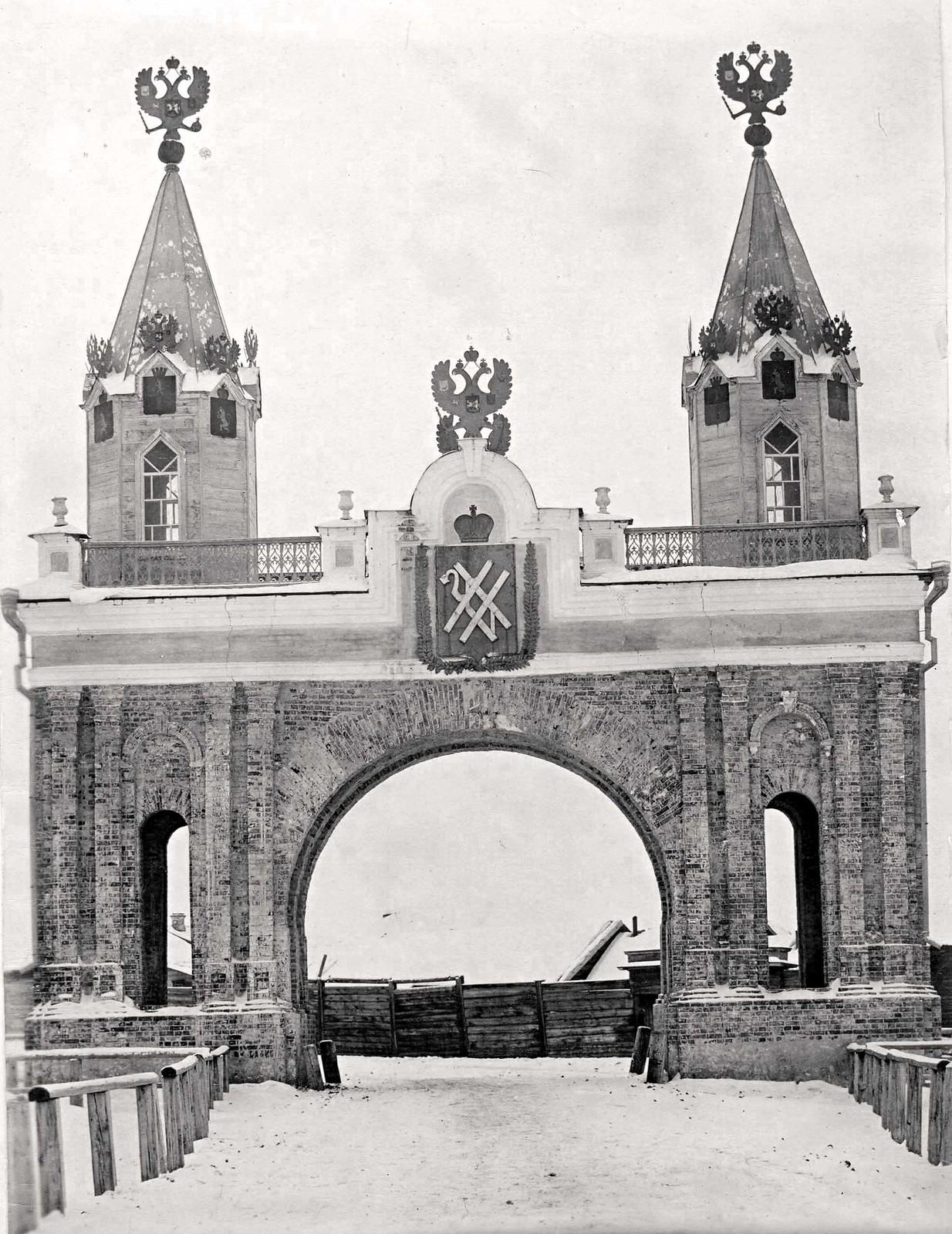 Каменная триумфальная арка, построенная к проезду через г.Канск Цесаревича Великого Князя Николая Александровича.