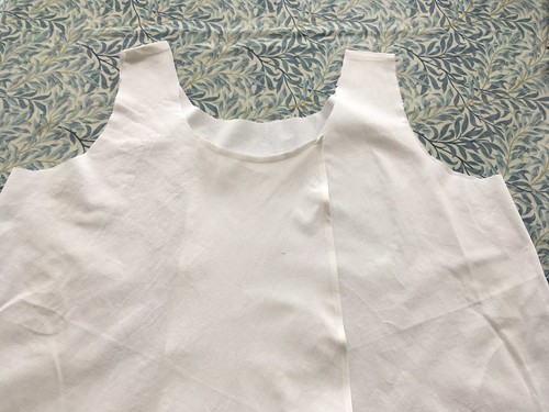 Cross over back apron