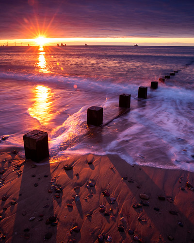 aberdeen aberdeenbeach scotland sunrise sunset landscape sun water beach sand shadow groyne canon canon5d eos