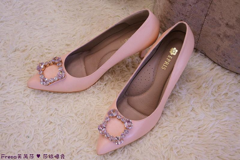 粉色高跟鞋