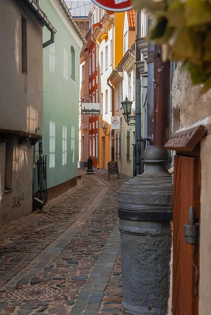 Beautiful alley !! живописная улочка в Старой Риге