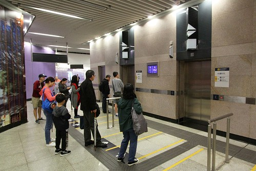 One way traffic into the double sided lifts to the surface at Sai Ying Pun station exit C