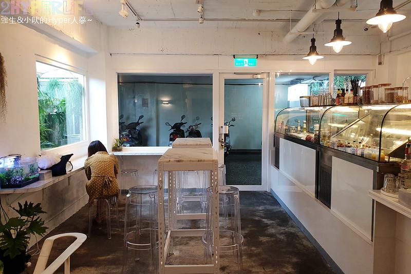 沐muweichai│隱身在一中豐仁冰攤位後方的風格小店,早午餐有大量新鮮生菜,外型像貝果的麵包口感意外酥脆有特色! @強生與小吠的Hyper人蔘~