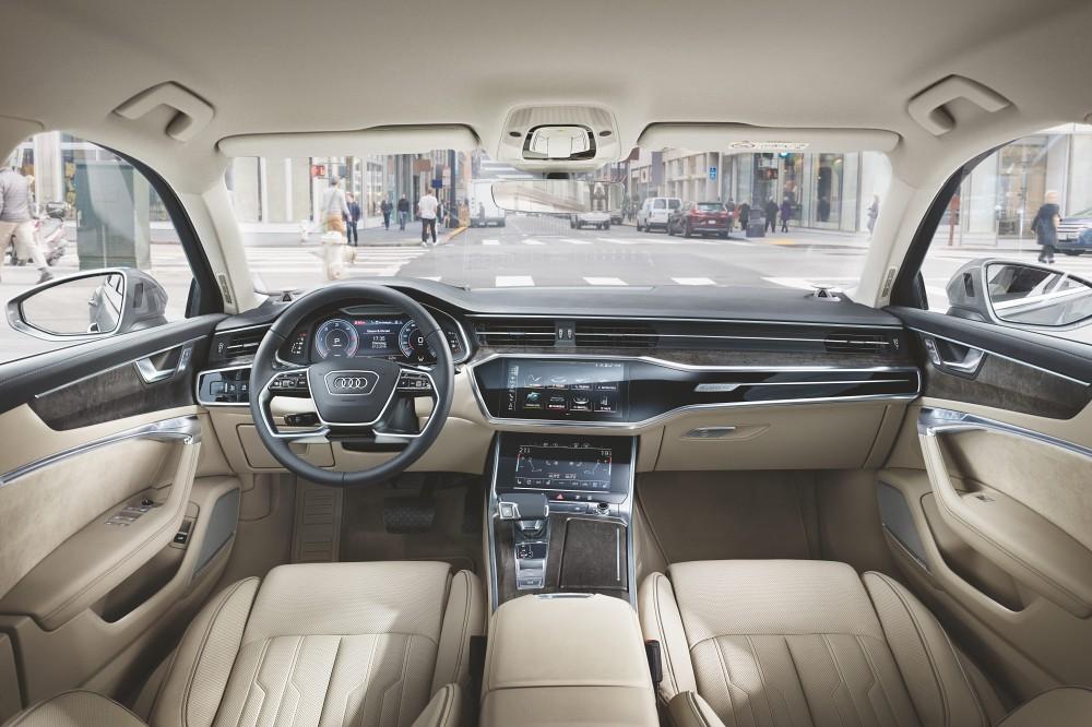 05. The new Audi A6車系的豪華科技座艙不僅全面革新直覺化科技,同時引領車用數位介面的設計美學,車內全新MMI touch response 觸控回饋操作介面,以極簡設計陳列,打造更直覺的操作感受。