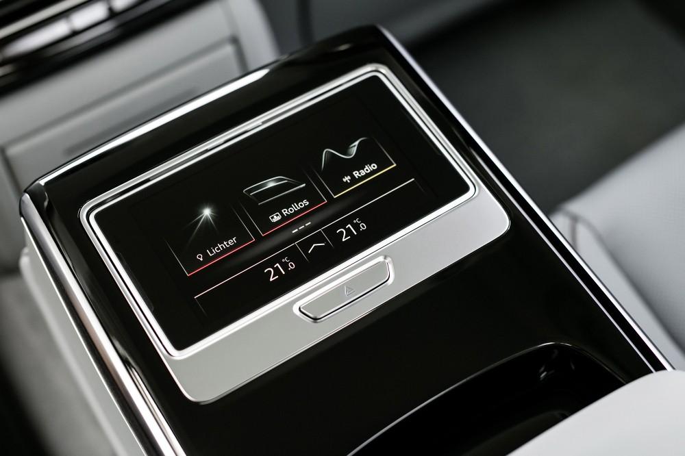 Audi A8_ 13. Audi 後座智聯控制平板 ( 5.7 吋 OLED 顯示幕)
