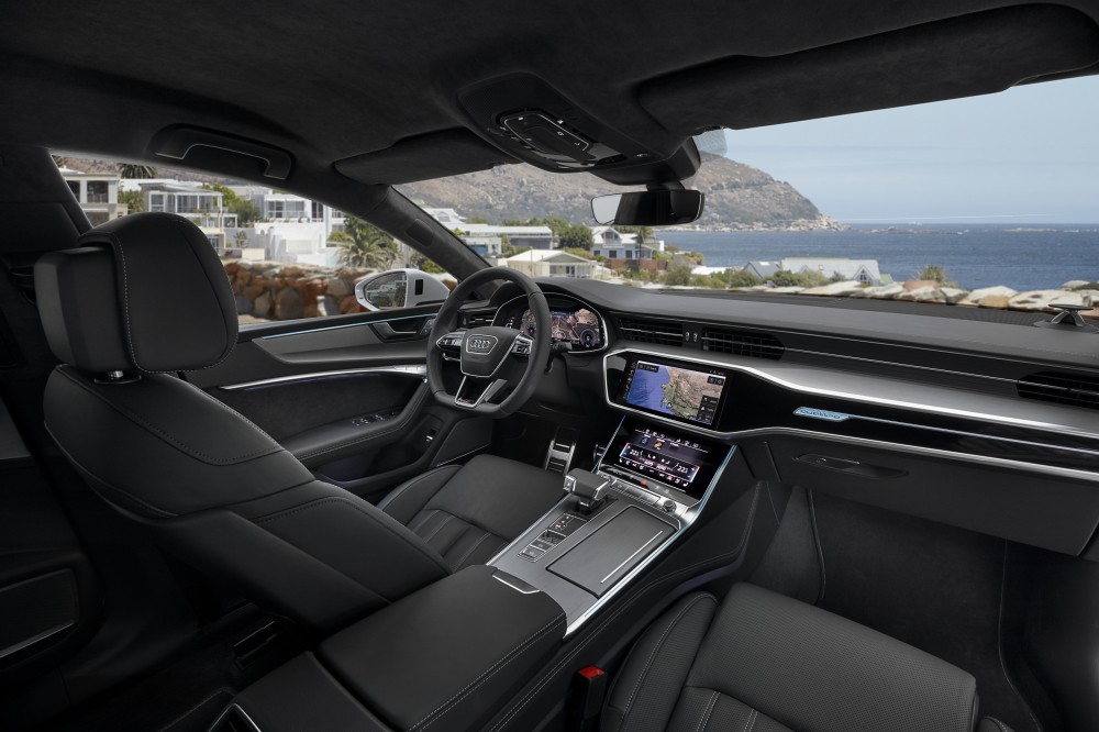 Audi A7_ 12. 採用新世代「 MMI touch response 觸控回饋操作介面」大幅降低實體按鍵和旋鈕,以智慧型手機的操作邏輯增強使用便利性。