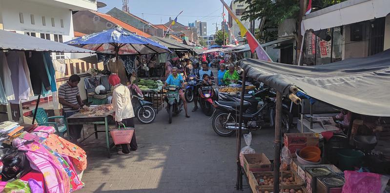 Viendo un mercado haciendo turismo en Semarang