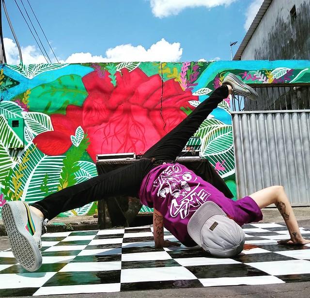 Atividades de hip-hop do projeto 'Elas na Cena' animam Largo São Sebastião