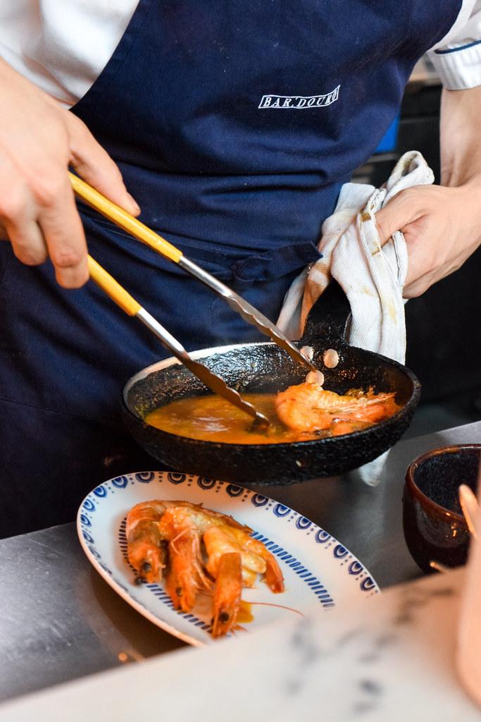 Cooking King Prawns at Bar Douro, London Bridge