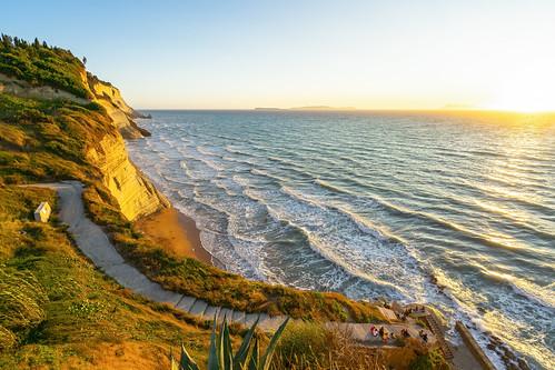 matthias hertwig beach sunset sonnenuntergang korfu griechenland insel treppe küste klippen wellen mittelmeer ocean sony a7ii logas