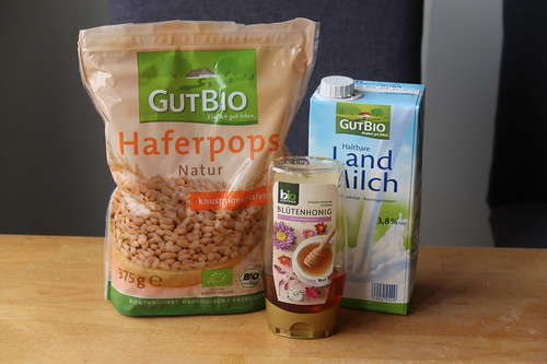 Zutaten für Haferpops mit Milch und Blütenhonig
