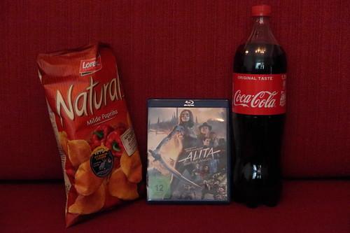 """Chips (Naturals, Milde Paprika) und Coca Cola zum Film """"Alita - Battle Angel"""""""