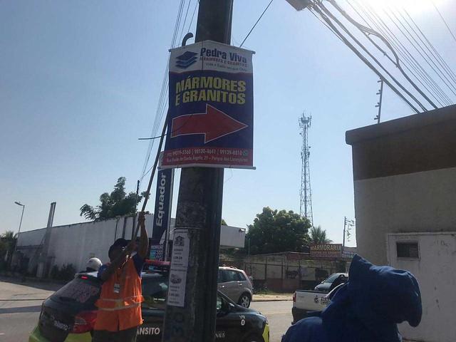 Mais de 4 mil peças publicitárias irregulares são retiradas das ruas de Manaus