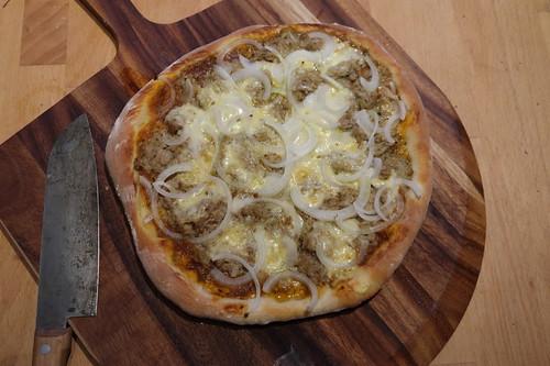 Pizza Tonno e Cipolla (frisch aus dem Pizzaofen)