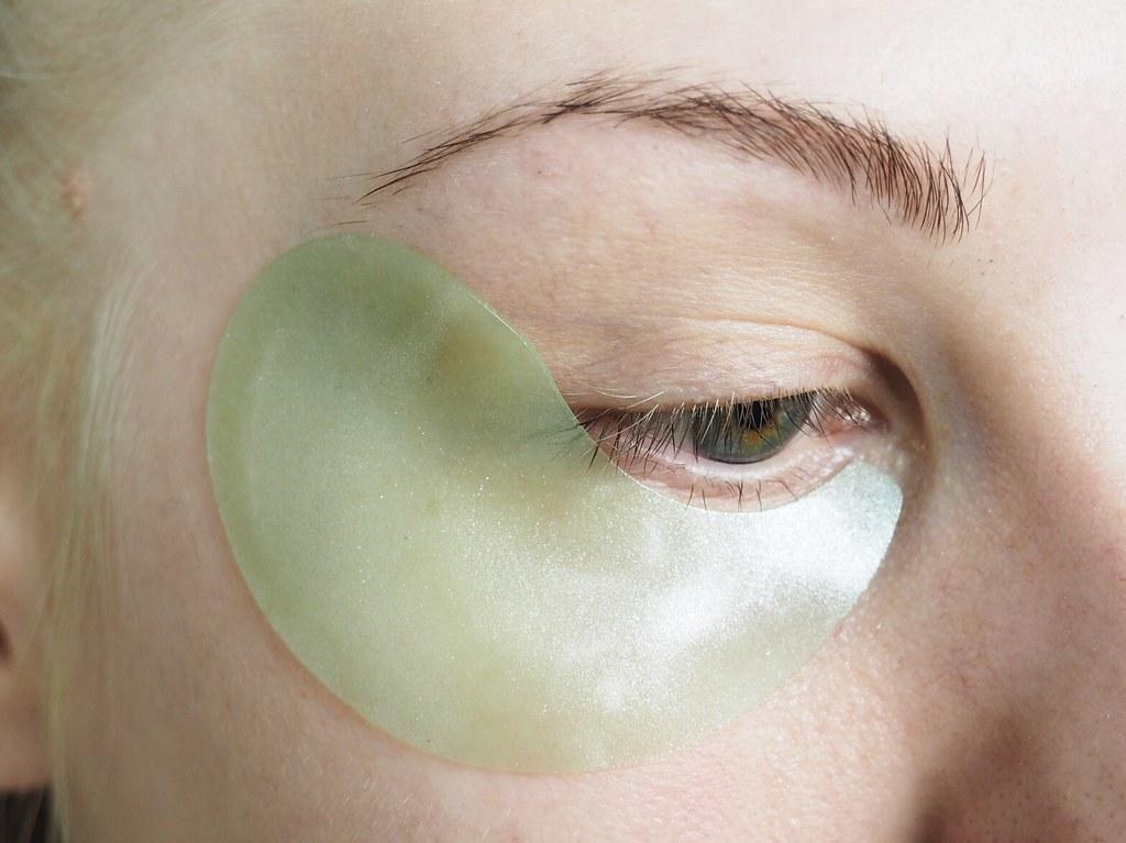 turvotusta poistava silmänympärysnaamio