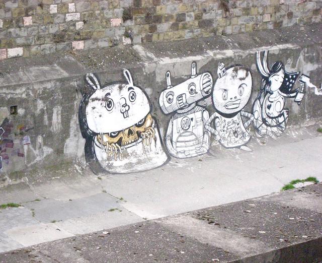 Vienna Graffiti in kanal för emergency water outlet, without water Margareten / Maria Hilfer BezirkIMG_9041