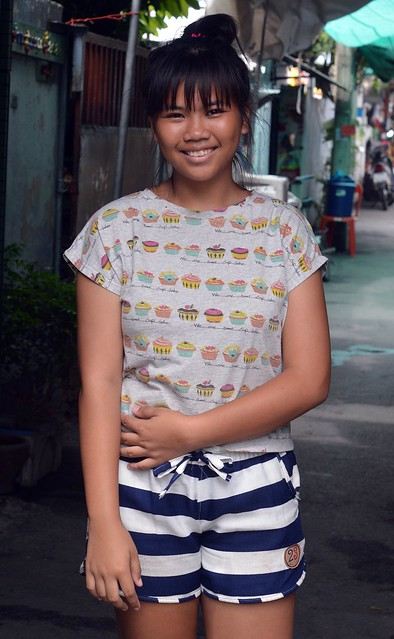 pretty girl wearing horizontal stripes