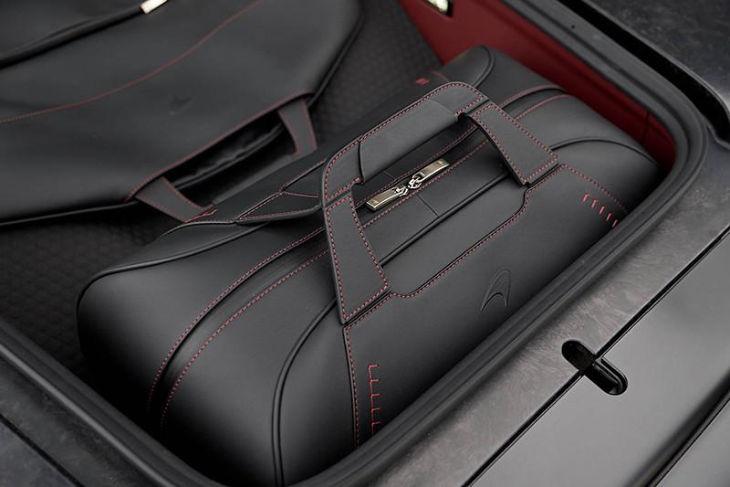 f7c14163-mclaren-gt-luggage-set-4