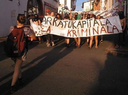Manifestación por las calles de Hendaia