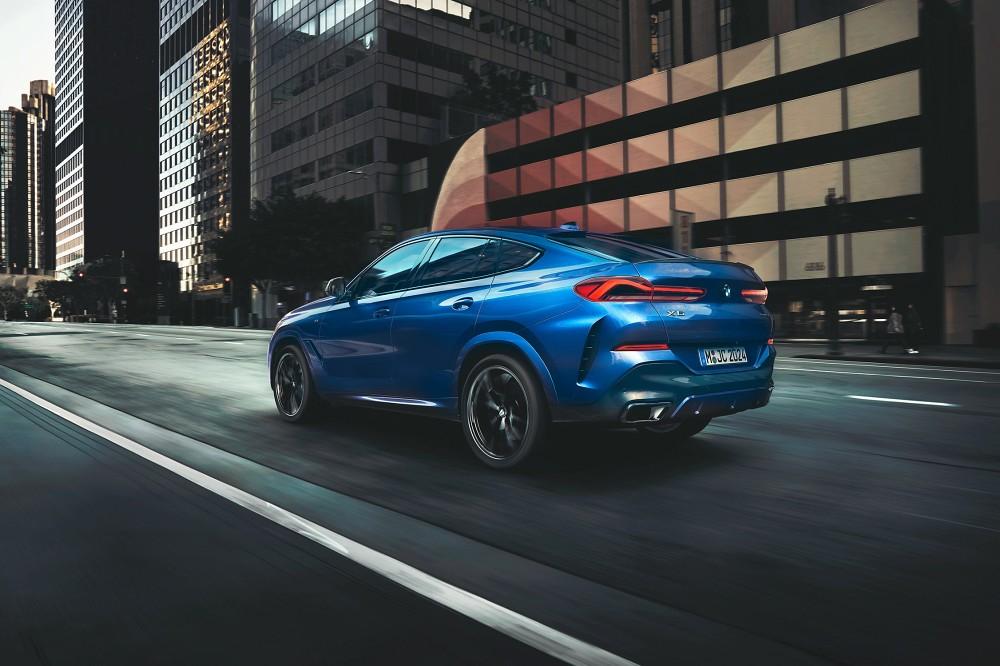 [新聞照片四] BMW X6 xDrive40i M Sport首發版配備M 款空力套件、M款20吋輪圈、M款運動化排氣系統、頂級水晶中控套件等總價值約47萬元的豪華配備。