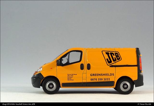 Corgi CC14406 Vauxhall Vivaro Van JCB DSC06931