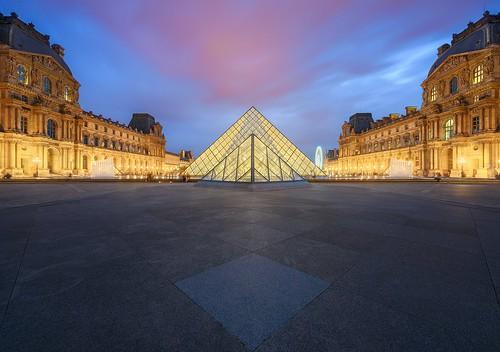 Pyramide de nuit