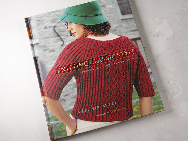 Pre-owned book: Knitting Classic Style: 35 Modern Designs Inspired by Fashion's Archives by Veronik Avery
