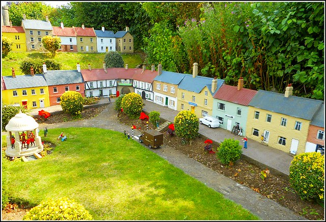 Bondville Miniature Village ..