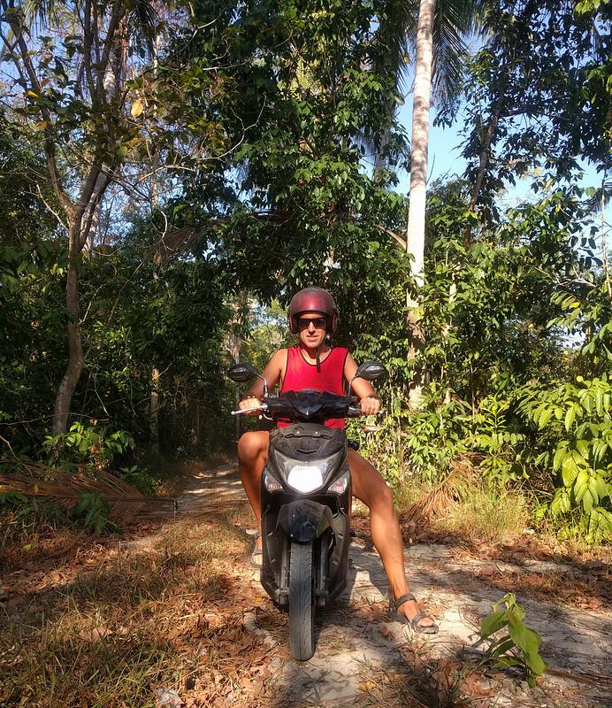 Moto de turismo en las islas de Karimunjawa