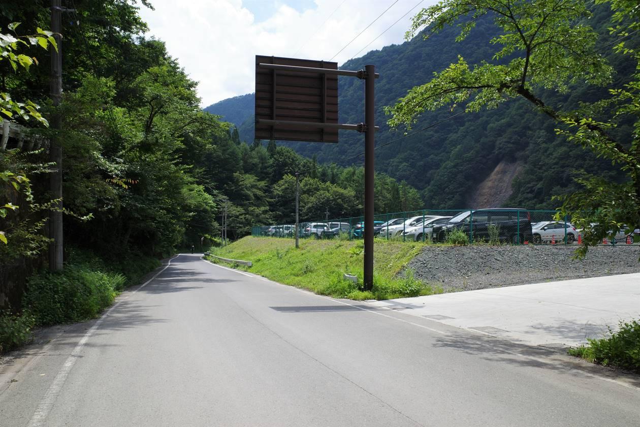 奈良田登山口駐車場