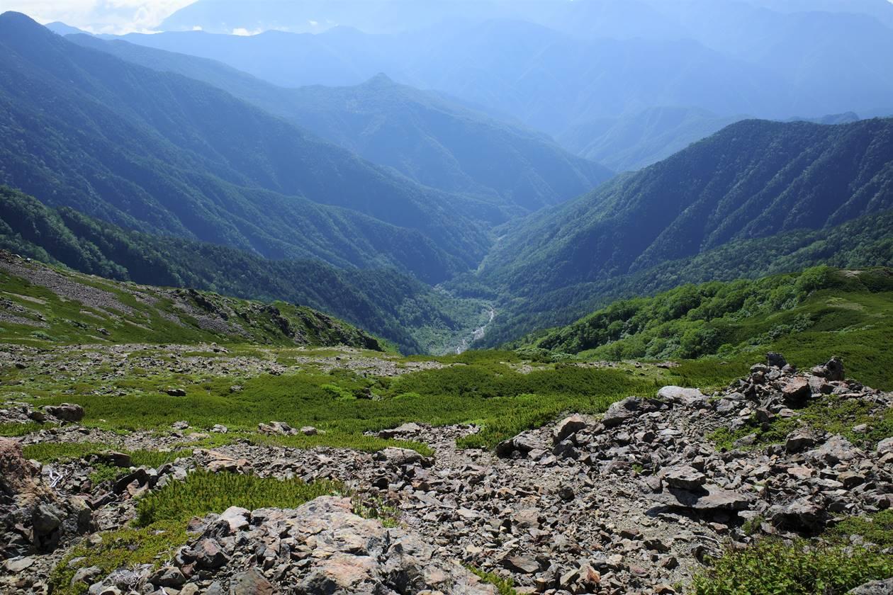 農鳥岳稜線から見下ろす大門沢