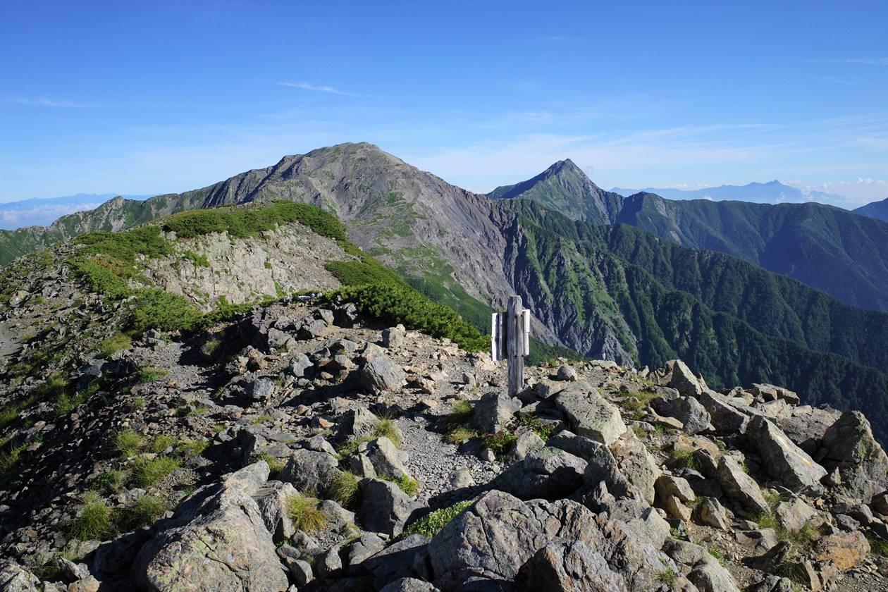 農鳥岳から眺める間ノ岳~北岳