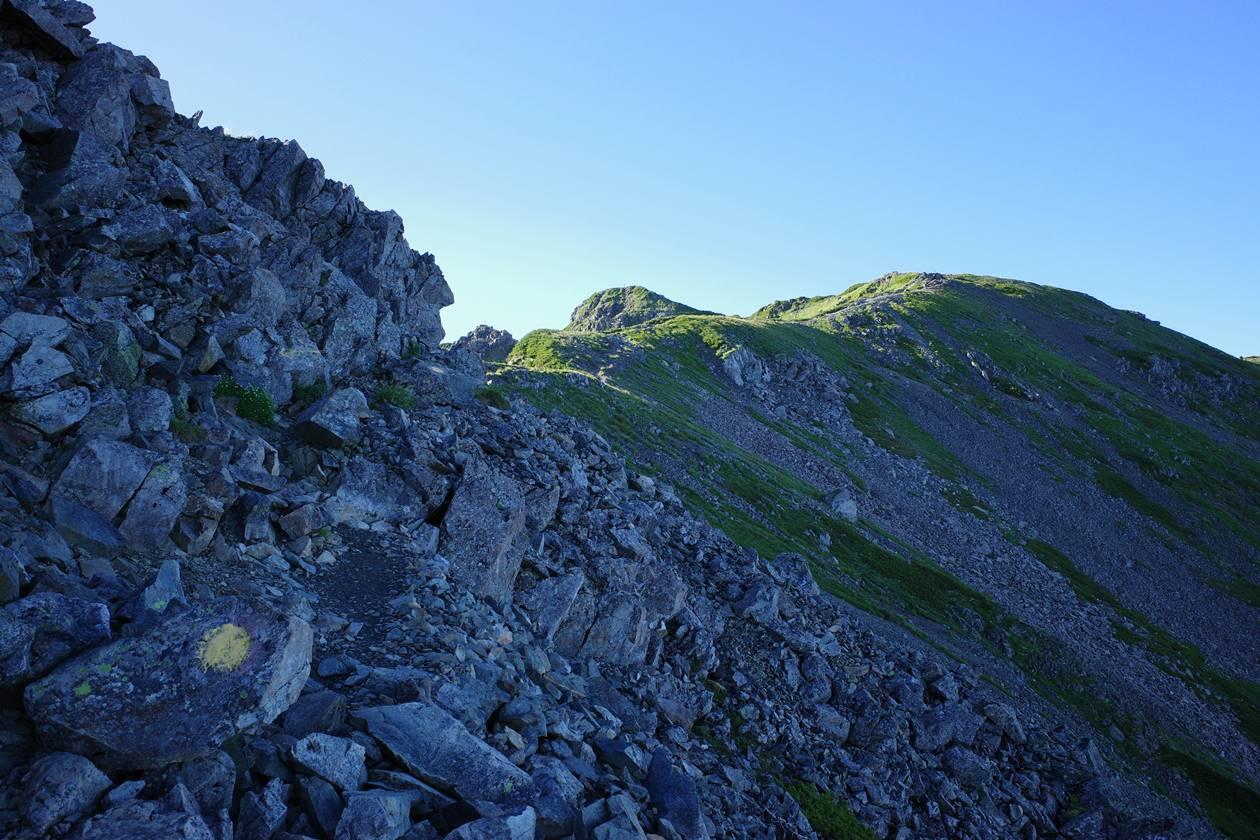 農鳥岳の稜線