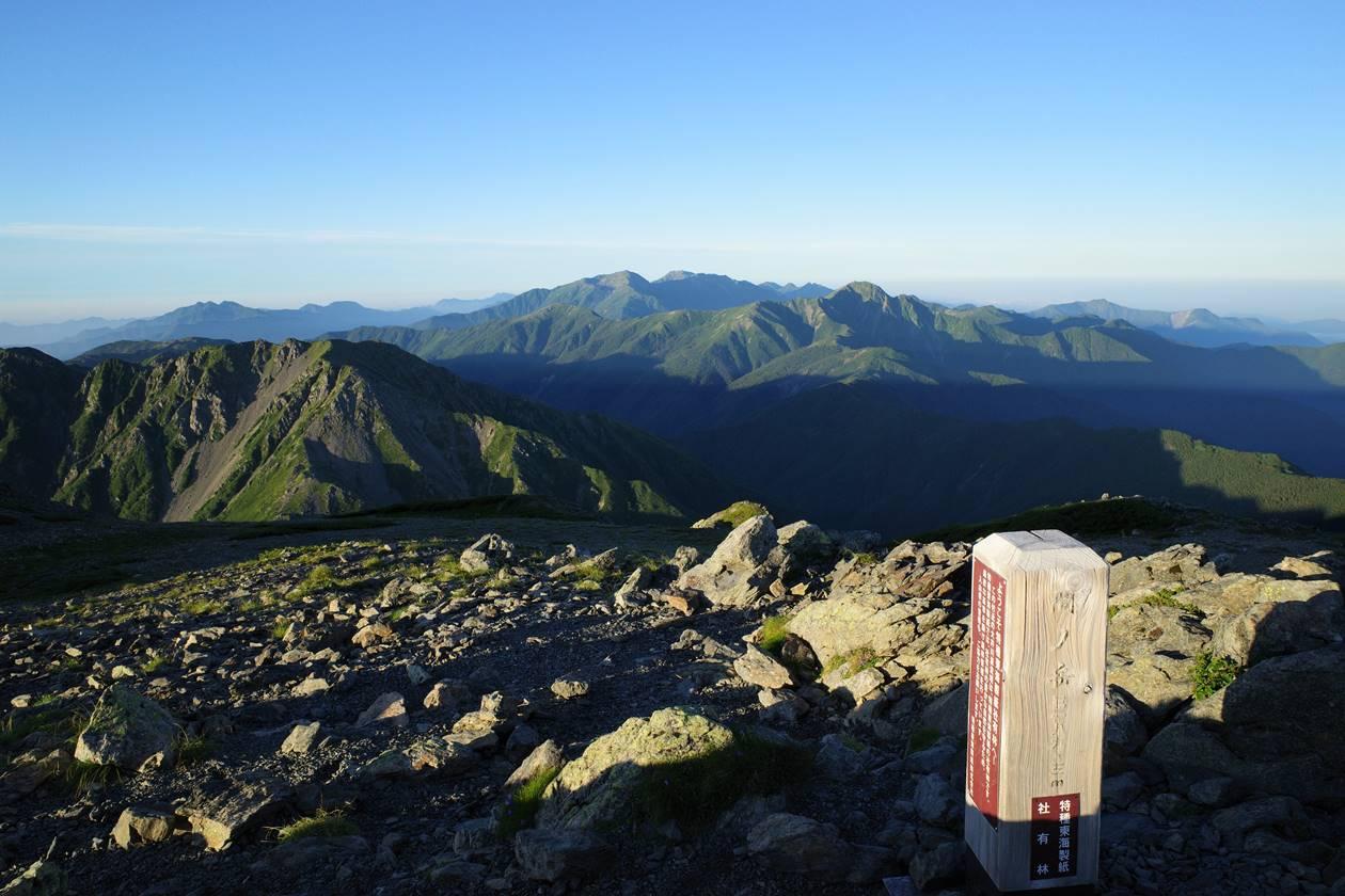 間ノ岳山頂から眺める塩見岳~赤石岳~聖岳の展望