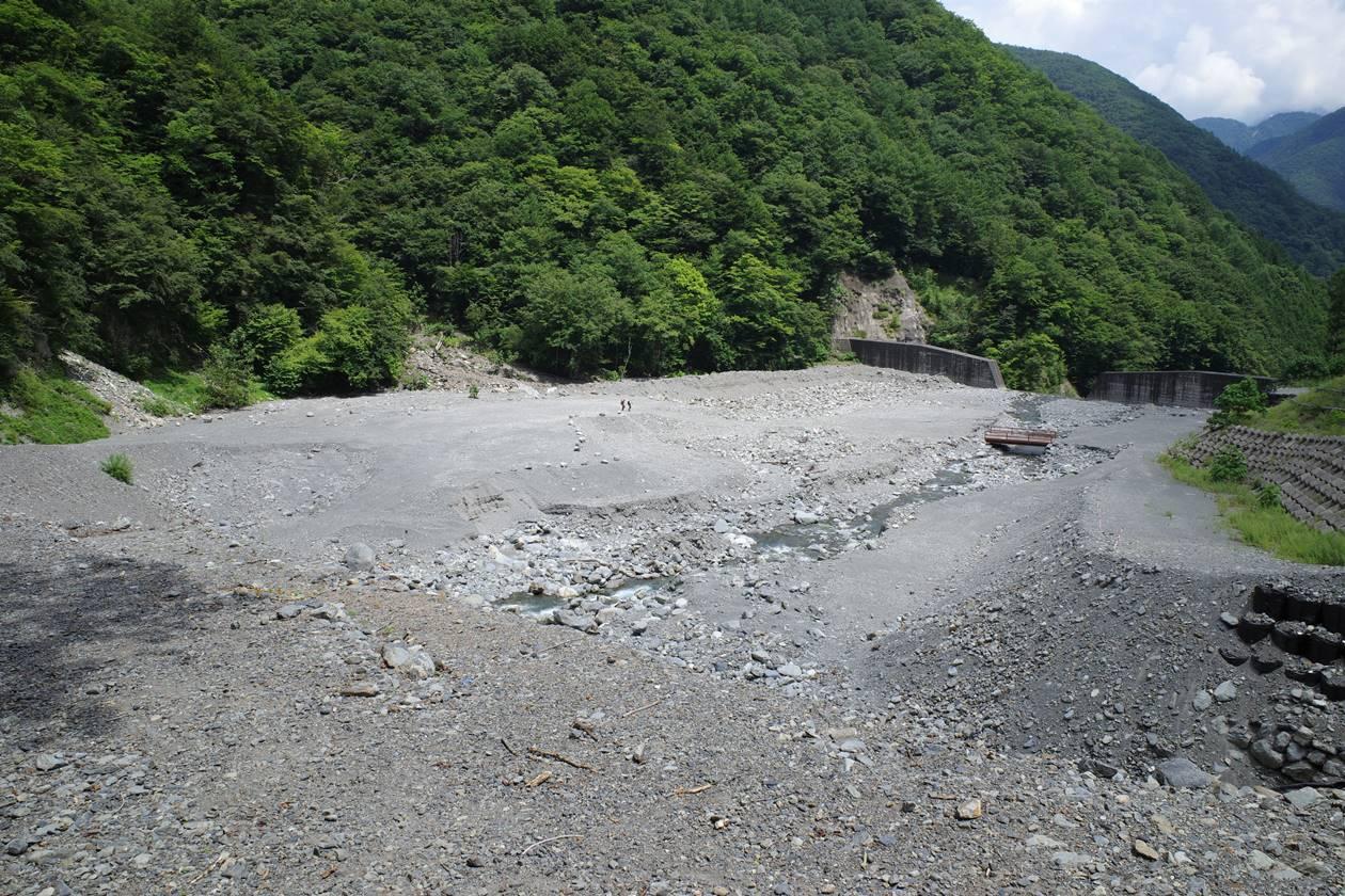 奈良田までの登山道・ダム