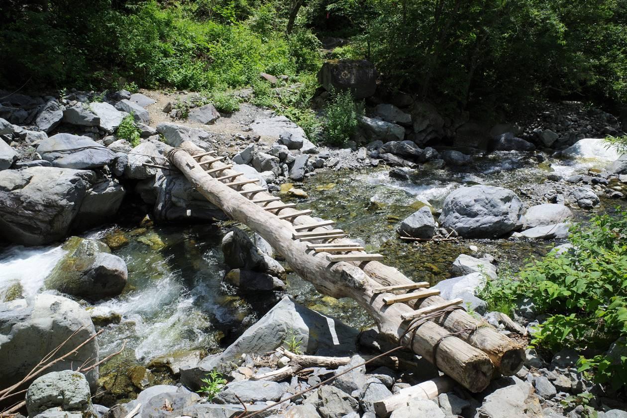 大門沢小屋付近の架け橋