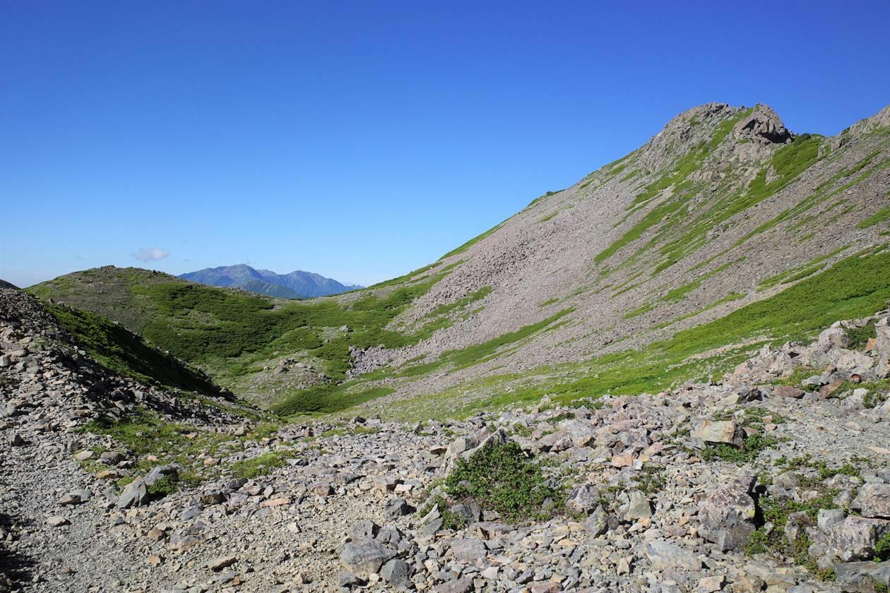 農鳥岳の稜線風景
