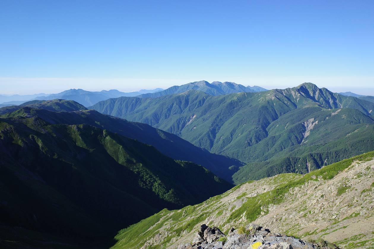 西農鳥岳から眺める塩見岳~赤石岳